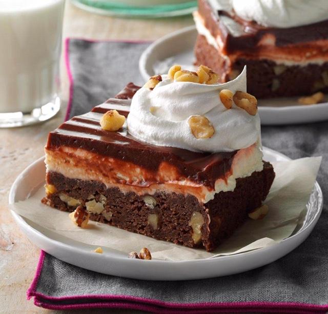 chocolate layered brownie dessert