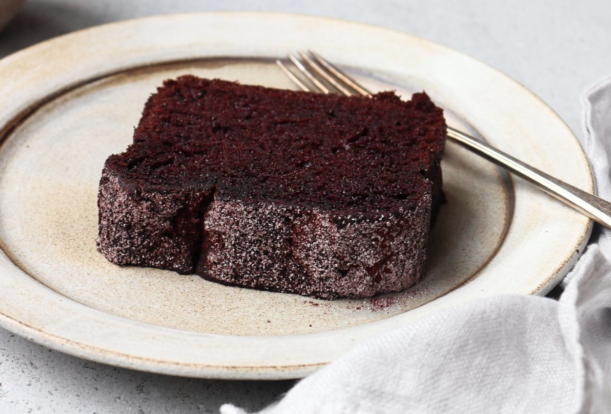 Chocolate cake without icing